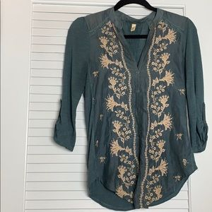 Tiny 3/4 length sleeve embroidered front blouse